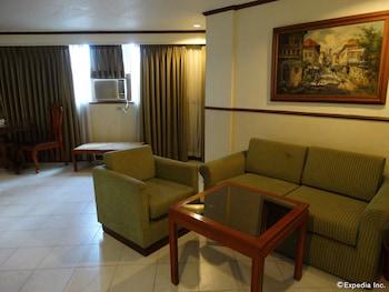 The Garden Plaza Hotel & Suites Manila Living Area