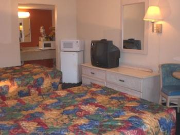 Executive Garden Titusville Hotel - Titusville, FL 32796 - Guestroom