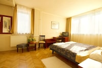 Business Room, 1 Double Bed - incl. Bottle of Wine