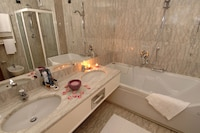 Superior Double Room, 1 King Bed, Bathtub