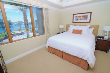 Dolphin Bay Resort And Spa - Pismo Beach, CA 93449 - Guestroom