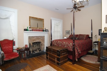 Hall Place Bed and Breakfast - Glasgow, KY 42141 - Guestroom