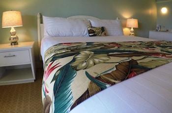 Kaanapali Ocean Inn - Lahaina, HI 96761 - Guestroom