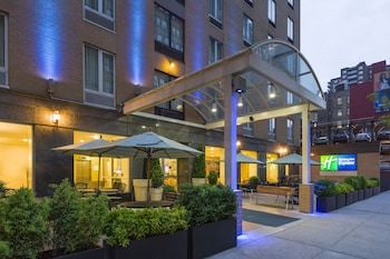 Holiday Inn Express New York City Chelsea 0 7 Miles From Jacob K Javits Convention Center