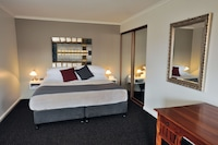 Executive Studio Suite, 1 King Bed with Sofa bed, Jetted Tub