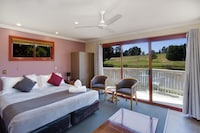 Waterfront King Spa Villa