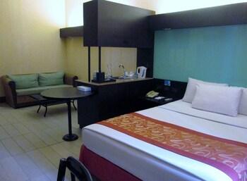 Microtel Boracay Guestroom