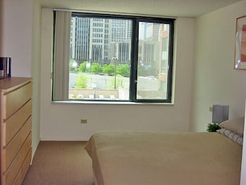 Steps to Everything - Navy Pier Suite, ID #30 - Chicago, IL 60611 - Guestroom