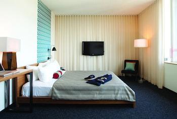 Custom Hotel Los Angeles Airport - a Joie de Vivre Hotel
