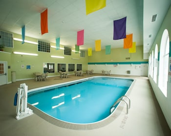 Northfield Inn, Suites & Conference Center - Springfield, IL 62702 - Pool