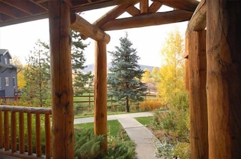 Saddle Creek Townhomes by Pioneer Ridge Management - Steamboat Springs, CO 80487 - Guestroom