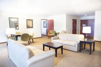 GreenTree Inn & Suites Florence - Florence, AZ 85132 - Living Area