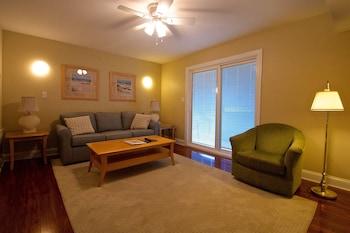 Summer Place - Bethany Beach, DE 19930 - Living Room