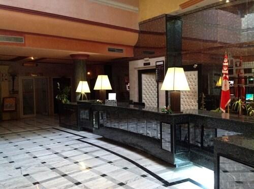 哈瑪麥德阿祖爾廣場飯店