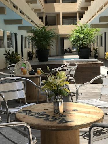 港口旅館飯店