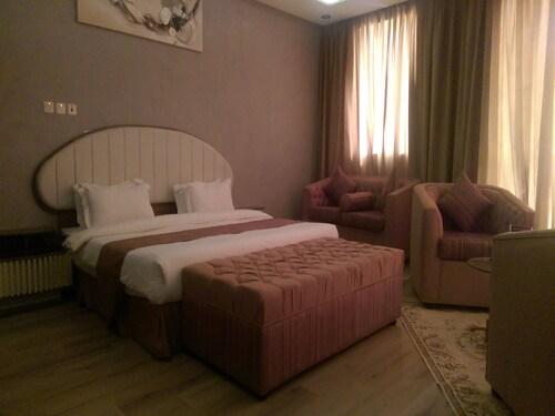 龍扎地產飯店