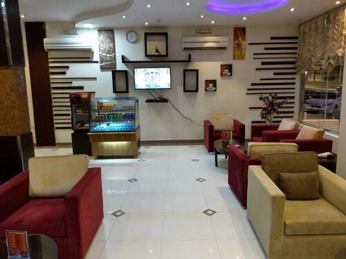 阿爾舒米希馬達雅旅居飯店