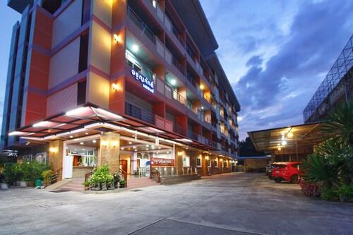 賈隆薩克大飯店