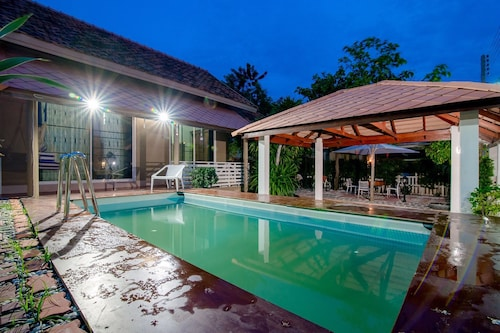 愛奧恩之家泳池別墅飯店