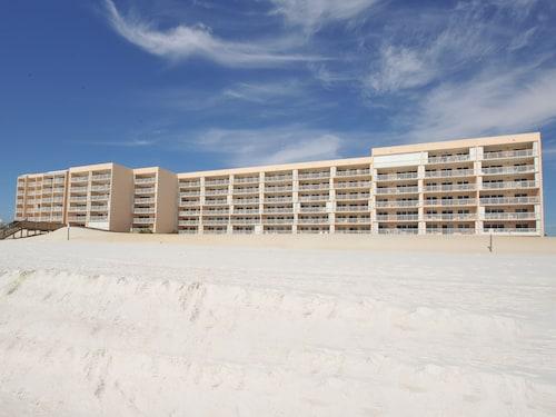 ResortQuest Rentals at Islander Beach Resort