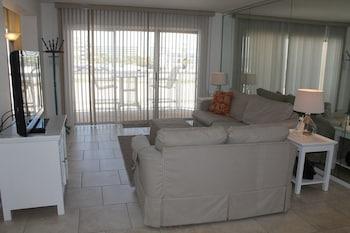 Islander Condominiums by Wyndham Vacation Rentals - Fort Walton Beach, FL 32548 - Living Area