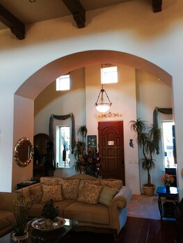 Desperado Inn - Paso Robles, CA 93446 - Lobby Sitting Area