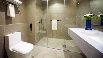Fairways and Bluewater Resort Boracay Bathroom