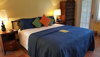 Standard Room, 1 King Bed, Patio