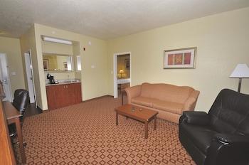 La Quinta Inn & Suites Bowling Green - Bowling Green, KY 42104 - Guestroom