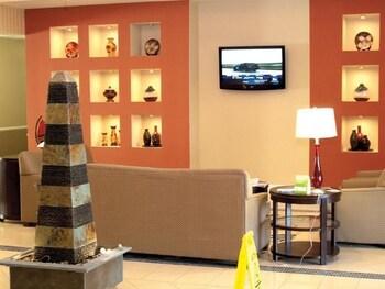 La Quinta Inn & Suites Bowling Green - Bowling Green, KY 42104 - Lobby