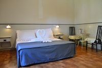 Double Room (2 single beds)