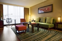 Executive Suite, 1 King Bed, Business Lounge Access, City View