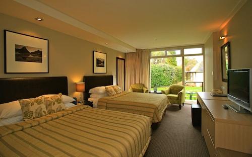 蒂阿瑙榮譽飯店和別墅