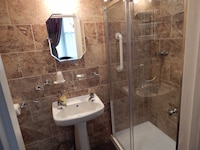 Standard EnSuite, One Double or Two Twins (No 1)