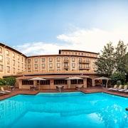 奧利佛坦博國際機場庭院飯店