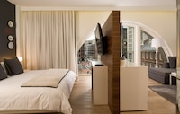 Studio Suite, 1 King Bed, Accessible, Non Smoking (mob/hearing acc w/ roll-in shower)