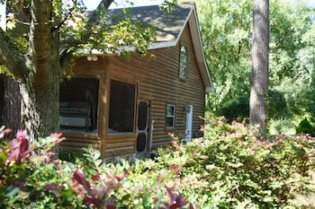 Shalom House Bed and Breakfast - Tifton, GA 31793 - Property Grounds