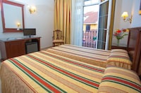 Triple room with french balcony (3 adults)