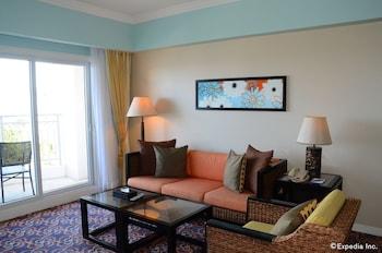 Jpark Island Resort & Waterpark Cebu Living Room