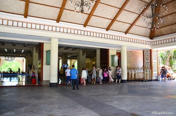 Jpark Island Resort & Waterpark Cebu Hotel Entrance
