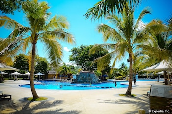 Jpark Island Resort & Waterpark Cebu Pool