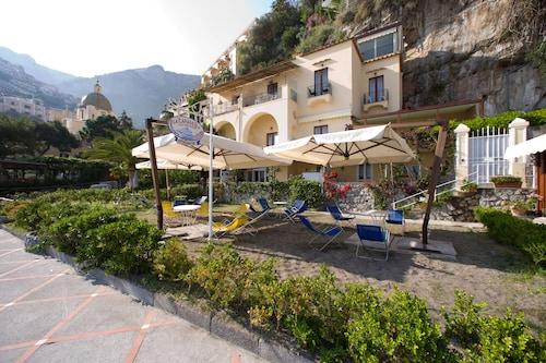 波西塔諾卡拉維拉海灘住宅飯店