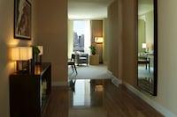 Penthouse, 2 Bedrooms (Suite 4205)