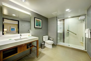 Hyatt Place UC Davis - Davis, CA 95619 - Guestroom