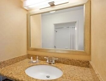 Baymont Inn and Suites Denver International Airport - Denver, CO 80249 - Guestroom