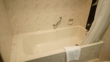 Apo View Hotel Davao Deep Soaking Bathtub