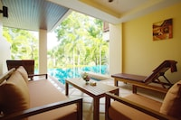 Deluxe Room, Pool Access