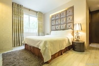 Suite, 1 Double or 2 Single Beds (free soft drink or beer or see off)