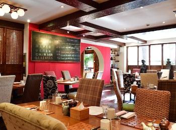 ... Red Wall Garden Hotel ...