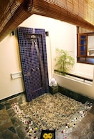 Chalet, 1 Double or 2 Single Beds (Water)